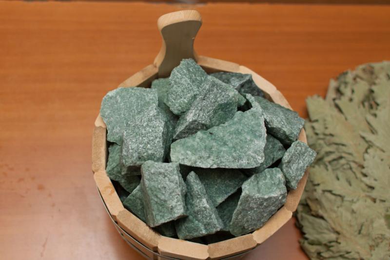 Камни жадеит колотый мелк. фракция 10 кг.